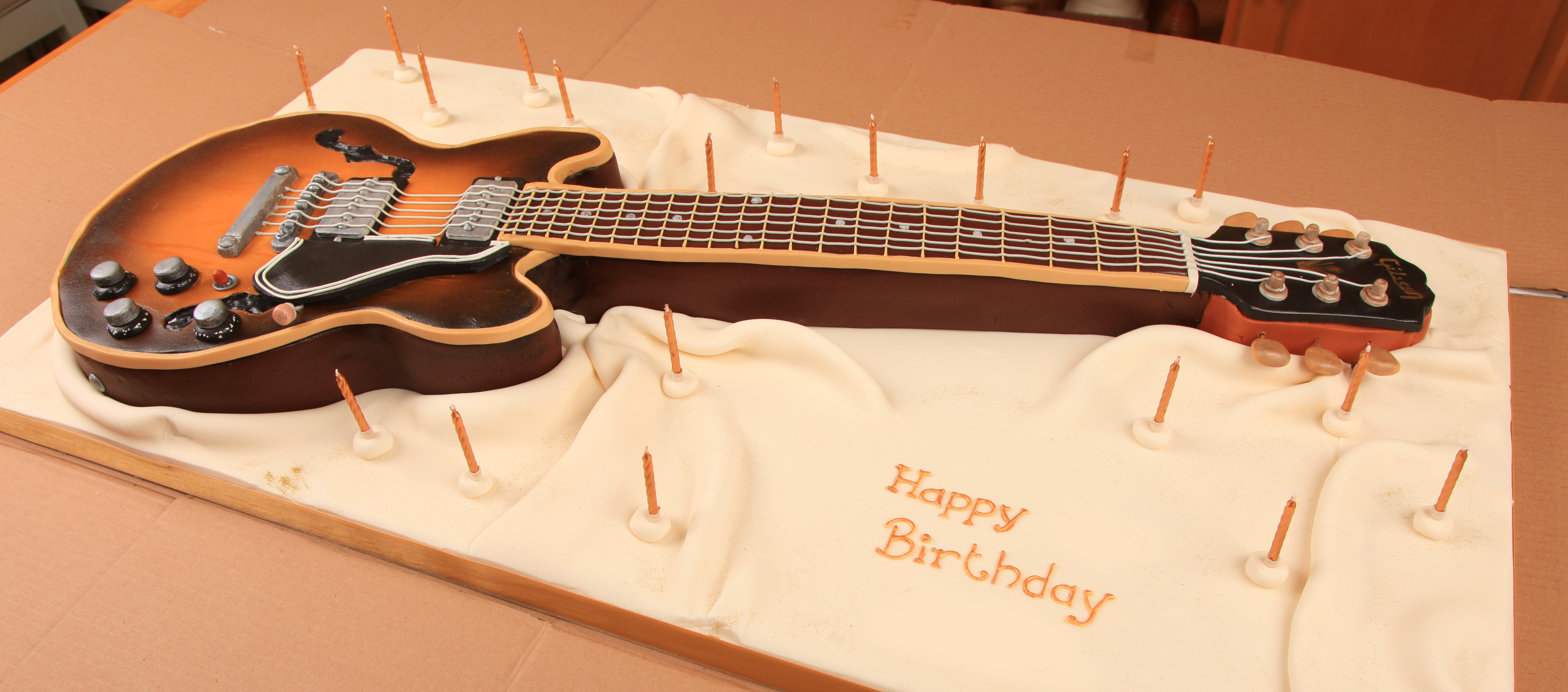 Guitar Cake Images With Name : Vintage 1952 The Gibson ES-335