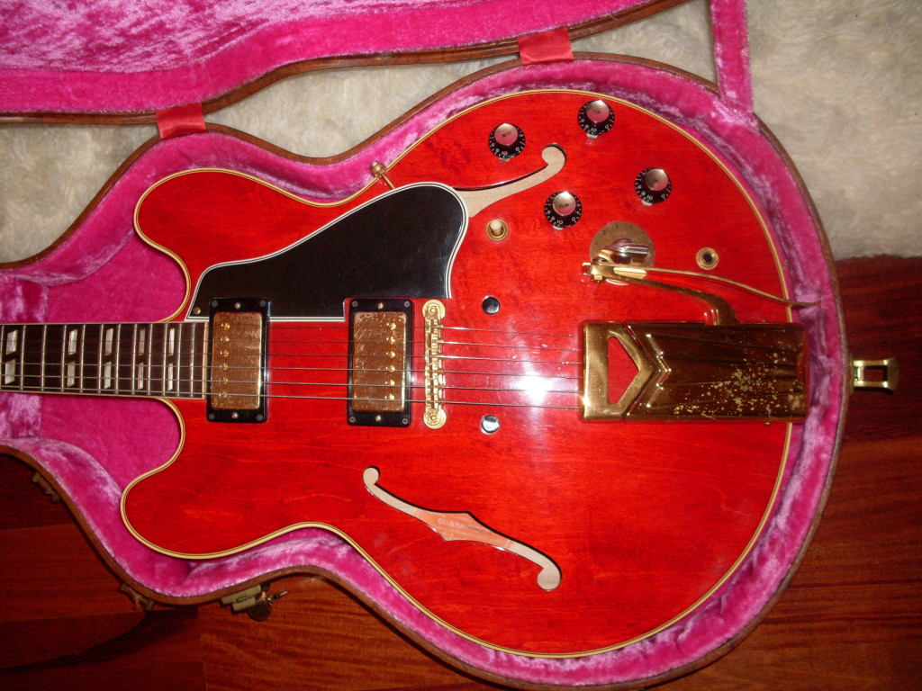 This 60 ES-345 I had a while back was this close to dead mint. It was hardly played but the gold still showed some deterioration and a little wear as well.