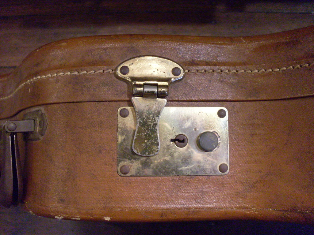 Here's the lock on another Stone case from the late 50's or early 60's. I don't have a key that fits this type. If anyone has one, send me a photo and I'll update the post